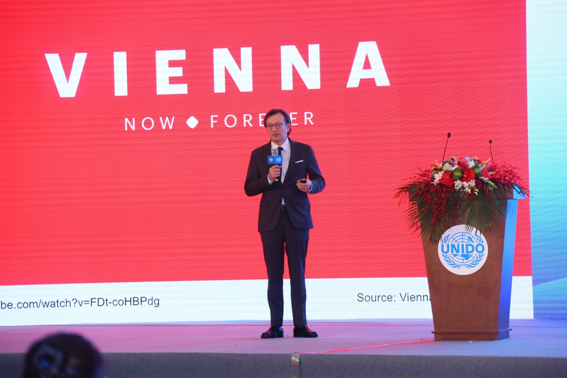 Mr. Gerhard Hirczi at Shanghai BRIDGE for Cities Roadshow