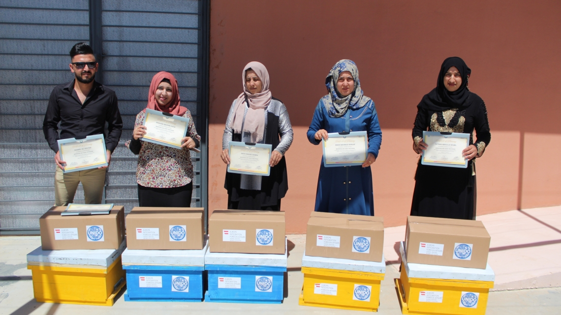 First graduates from beekeeping and honey-processing training programme in Iraq