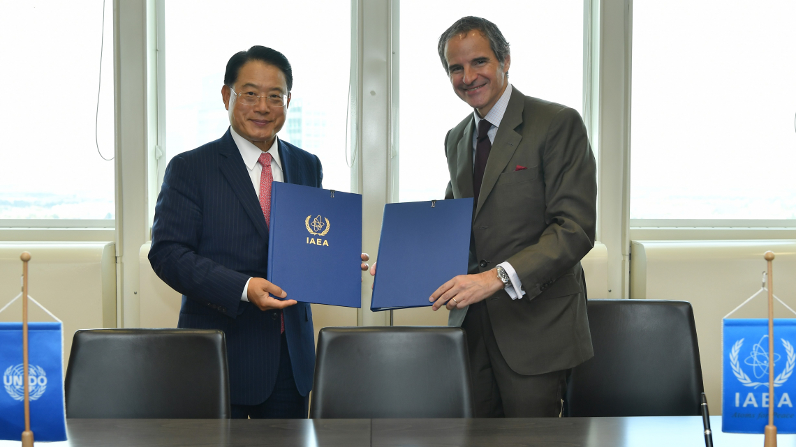 UNIDO and the International Atomic Energy Agency sign agreement to expand cooperation