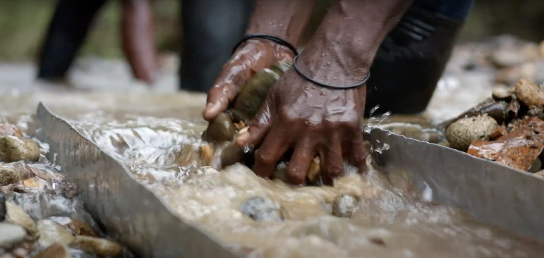 Strengthening women's leadership role in Colombia's artisanal gold mining sector