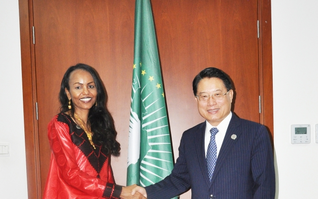 2016-DG Li with the AU Commissioner of Trade and Industry,  Fatima Haram Acyl , during the 26th AU Summit in Addis Ababa