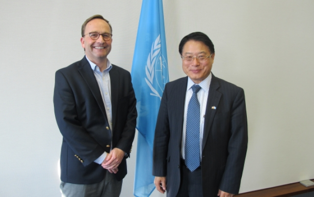 Director General Li met Patrick von Weerelt, Head of Office, Knowledge Centre for Sustainable Development at the United Nations System Staff College (UNSSC).