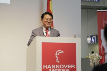 "Speech at Hannover Messe 2017 on ""Intelligent Manufacturing and Cooperation, New Motive Power for Sino-German Development"""